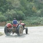 Tractortje onderweg ... Wel de de luxe uitvoering!