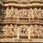 De Kamasutra tempels in Khajuro zijn erg gedetailleerd