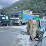 Kamperen op de friendship bridge tussen Nepal en China