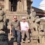Ton en Francine bij de tempel