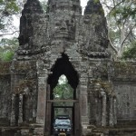 Onder de poort in Ankor Thom