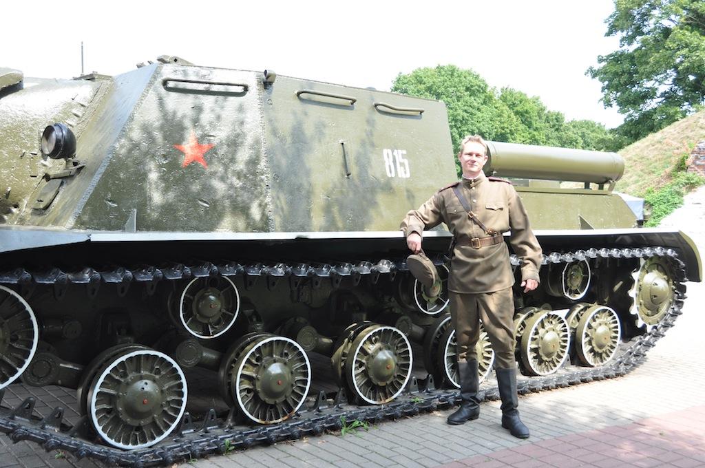 Uiteraard ook eventjes bij de tank, blijven jongetjes die mannen :)