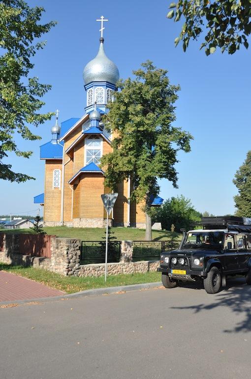 Kerk in dorpje bij Belovezhskaya Pushcha park.