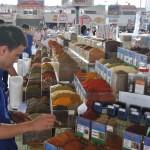 Specefijen op de markt van Minsk